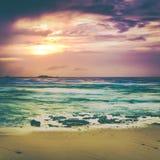 Tramonto sopra il mare Paesaggio stupefacente Fotografie Stock Libere da Diritti