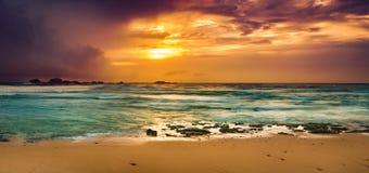 Tramonto sopra il mare Panorama stupefacente del paesaggio Fotografia Stock Libera da Diritti