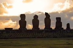 Tramonto sopra il moai di Tahai, isola di pasqua Fotografia Stock Libera da Diritti