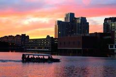Tramonto sopra il museo di scienza a Boston immagini stock libere da diritti
