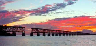 Tramonto sopra il ponte nelle chiavi di Florida, st di Bahia Honda Immagine Stock