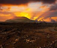 Tramonto sopra il vulcano immagini stock libere da diritti
