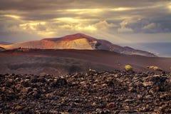 Tramonto sopra il vulcano fotografia stock