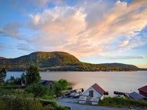 Tramonto sopra Jorpeland, Norvegia fotografie stock libere da diritti
