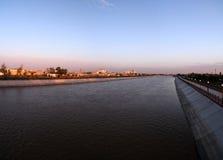 Tramonto sopra Kyzketken, canale, Nukus, Karakalpakstan, l'Uzbekistan fotografia stock libera da diritti