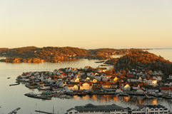 Tramonto sopra l'isola, Norvegia Immagine Stock