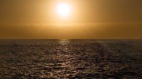 Tramonto sopra l'oceano Immagini Stock