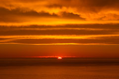 Tramonto sopra l'Oceano Atlantico Fotografia Stock