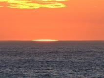 Tramonto sopra l'Oceano Atlantico immagini stock
