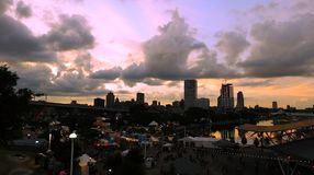 Tramonto sopra la città fotografia stock libera da diritti