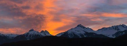 Tramonto sopra la gamma di Tantalus di Vancouver nel panorama BC Canada Fotografie Stock