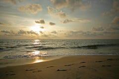 Tramonto sopra la spiaggia di Alleppey Immagine Stock Libera da Diritti