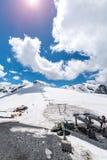 Tramonto sopra la stazione dello sci in alte alpi Immagini Stock Libere da Diritti
