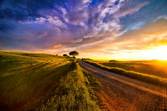 Tramonto sopra la Toscana fotografie stock libere da diritti