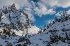 Tramonto sopra la valle di inverno Immagine Stock Libera da Diritti