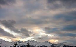 Tramonto sopra le alpi di inverno Fotografia Stock
