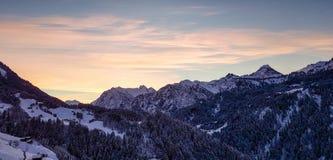 Tramonto sopra le alpi europee Fotografia Stock Libera da Diritti