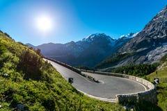Tramonto sopra le alpi Passo Stelvio delle montagne Immagini Stock Libere da Diritti