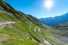 Tramonto sopra le alpi Passo Stelvio delle montagne Immagine Stock