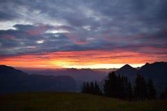 Tramonto sopra le alpi svizzere Immagini Stock Libere da Diritti