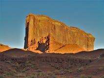 Tramonto sopra le formazioni dell'arenaria della valle del monumento Immagine Stock Libera da Diritti