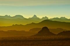 Tramonto sopra le montagne rocciose in Arizona fotografie stock