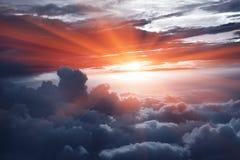 Tramonto sopra le nubi Fotografie Stock Libere da Diritti
