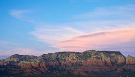 Tramonto sopra le rocce rosse in Sedona Arizona fotografie stock libere da diritti