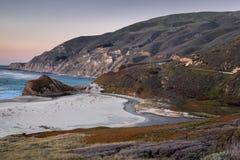 Tramonto sopra poco fiume di Sur, Big Sur, California Fotografia Stock