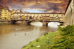 Tramonto sopra Ponte Vecchio fotografia stock libera da diritti