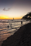 Tramonto sopra una spiaggia in Barbados Fotografia Stock