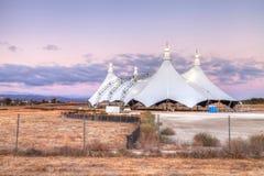 Tramonto sopra una tenda di circo Immagine Stock