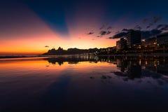 Tramonto spettacolare alla spiaggia di Ipanema a Rio Fotografia Stock