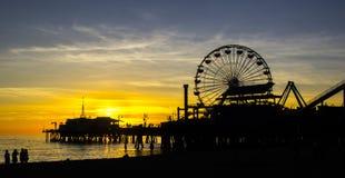 Tramonto spettacolare a Santa Monica Pier a Los Angeles, U.S.A. immagine stock libera da diritti
