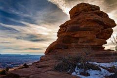 Tramonto splendido su una formazione rocciosa nel parco nazionale di Canyonlands nell'inverno con neve in Moab Utah Fotografia Stock Libera da Diritti