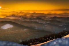 Tramonto stupefacente sopra la collina di Buzludja Ritenga la grandezza della natura Fotografie Stock