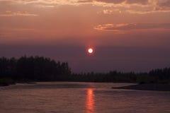 Tramonto sul fiume Ayan- Yuryakh Fotografie Stock