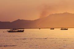 Tramonto sul fiume di Irrawaddy fotografia stock