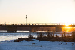 Tramonto sul grande fiume Immagini Stock