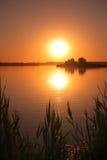 Tramonto sul lago immagine stock libera da diritti