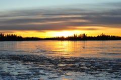 Tramonto sul lago del ghiaccio immagine stock