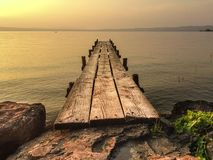 Tramonto sul lago di博尔塞纳 免版税库存照片