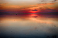 Tramonto sul lago di estate Immagini Stock Libere da Diritti