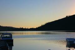 Tramonto sul lago di gerardmer in Francia fotografia stock