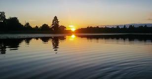 Tramonto sul lago Seliger fotografia stock libera da diritti