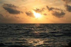 Tramonto sul mare immagine stock