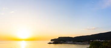 Tramonto sul mare Bellezza di alba Immagini Stock Libere da Diritti