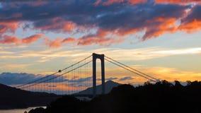 Tramonto sul ponte all'isola di Oshima in Seto Inland Sea immagine stock libera da diritti