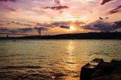 Tramonto sul ponte di Bosphorus Fotografia Stock Libera da Diritti