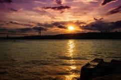 Tramonto sul ponte di Bosphorus Fotografie Stock